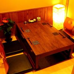 2名様~ご利用いただける個室は、接待や特別な日のご利用にピッタリ。広いテーブルに座り心地のいい椅子でついゆっくりしていまいます。