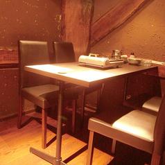 足がゆったりテーブル席の半個室(4名席×1・6名席×1)