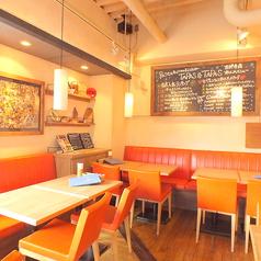 カフェのような感覚で気軽に使えるお洒落な空間のタパス&タパス。デートや女子会はもちろん、ママ友とのお集まりなどにもご利用ください。