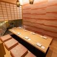 6~最大8名様までご利用いただける完全個室です。中庭を眺めながらお食事をお楽しみ頂けます。接待・宴会にオススメの個室をご用意しております。当店自慢の和食料理をご堪能頂ける宴会コースがおすすめ!横浜エリアでのご宴会なら当店をどうぞご利用下さいませ!