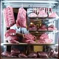 最高の環境で熟成された熟成牛のみを使用します♪店内にてそのまま同じ「温度・湿度・微風」で再現した最高の熟成環境を完備。肉の甘みは勿論、ナッツの様な風味も合わさって美味しいと大人気♪女性には嬉しい事に赤身のお肉は「高たんぱく・低カロリー」ダイエットにもピッタリ