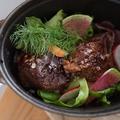料理メニュー写真牛肩ロースの赤ワイン煮込み