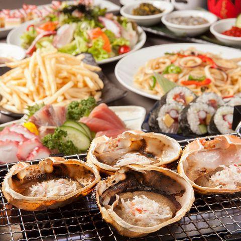 当店名物『蟹味噌鬼甲羅焼き』をはじめ。自慢の海鮮料理と飲み放題をお楽しみ頂けるコースが全10種以上。お好きなものをお選び頂けます。