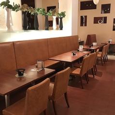 明るく広い店内は、ご家族、ご友人とのお食事にぴったり☆バラエティ豊かな和食やスイーツを食べながら、楽しくお過ごし頂ける空間をご用意しております♪