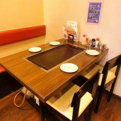 4名テーブルはプライベートの宴会に!