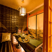《小人数様用個室》完全に仕切られた個室空間。和を基調とした落ち着いた雰囲気の個室空間は接待などビジネスシーンにもおすすめです。池袋での宴会はお任せください!!