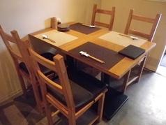落ち着いたテーブル席です。ご家族・ご友人でのご利用はもちろん、おもてなししたい方がいるときにもぴったりです。