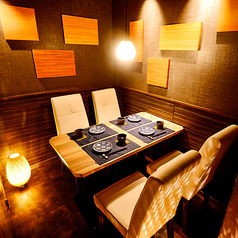 2名様~4名様までご利用可能なおしゃれな個室空間。大事な日に雰囲気を大切にご宴会お楽しみ頂けます。