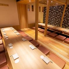 25~最大32名様までご利用いただける宴会個室を完備!団体様でのご宴会用完全個室となっております。周りを気にせずお食事やお酒をお楽しみ下さいませ!その他、デートや女子会に最適な2名様用プライベート空間も完備!詳細につきましては、お気軽に店舗までお問い合わせ下さいませ。