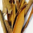 """""""シナモン""""甘い香りが特徴のスパイス。体を暖める作用、消化器系の機能を活発にする作用などに効果あり、マイルドな味に仕上げます。"""