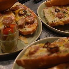 料理メニュー写真Baguette Pizza /本日のバケット・ピッツァ