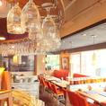 店内はスタイリッシュでオシャレなインテリアでアットホームな雰囲気。リーズナブルな価格で美味しいお料理をお楽しみいただけるカジュアルなイタリアンです。