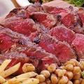 料理メニュー写真赤身が美味しいサーロインステーキ