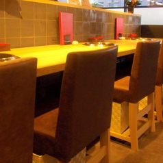 【目の前で調理が見える席】1~2名様向けカウンター席でございます。デートやおひとりさまでも楽しめるようお席となっております。