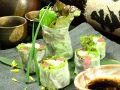 料理メニュー写真マグロとアボカドの生春巻