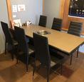 【ご友人同士やご家族のご利用におすすめ!】2階席、6名様向けテーブル×1をご用意。ご家族様やご友人同士の集まりにおすすめです。
