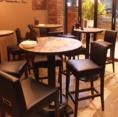 【全席テーブル席】入口近くのお席になります。