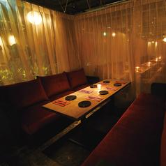 雰囲気抜群★お洒落なカーテンに囲われたソファ個室を4部屋ご用意しています♪