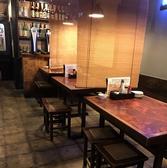 ≪雰囲気抜群のお洒落な和モダンの空間≫木目のテーブルで温かみのある空間となっております。スタイリッシュながらも落ち着いてお食事をお楽しみいただけます。雰囲気も抜群ですので普段使いはもちろん、デート利用にも最適♪