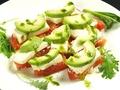 料理メニュー写真フレッシュトマトと豆腐、大葉のカプレーゼ