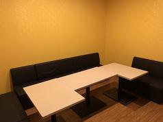 6~8名様用の個室です♪こちらは二次会などにも、ご利用いただけます!広く使えてのびのびできます。思う存分、楽しく歌ってください♪
