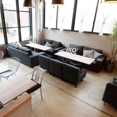YR CAFE by恵比寿楽園テーブルの雰囲気1
