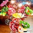 【名物!肉パフェ】豪華和牛を盛り合わせた肉パフェは、美味しさはもちろん見た目のインパクトが人気♪記念日や誕生日でのサプライズに最適です♪