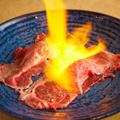 料理メニュー写真肉寿司2貫盛り合わせ