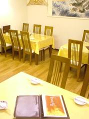 【テーブル席】カウンター席・テーブル席・お座敷席など、総席数70席完備!1階・2階合わせご宴会最大70名様までOK!貸切も応相談!お客様の人数に合わせ、ご案内いたします。お席詳細・人数・ご予算など、お気軽にお問い合わせください!※写真は一例です