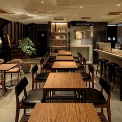 お仕事の合間の休憩やお食事に☆少人数でもご利用しやすいテーブル席!