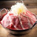 料理メニュー写真超名物『霜降り和牛鍋』
