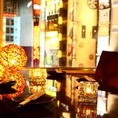 落ち着いた雰囲気の個室空間。デートにおすすめで夜景も眺めるお席もご用意★新宿でのご宴会や女子会、貸切には是非当店をご利用ください。