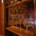 【4名様テーブル×5席】アンティーク家具が並ぶ空間で本格的なスペイン料理をお楽しみいただけます♪