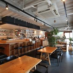 オープンキッチンでゆったりとした空間木目調のテーブルもゆったりサイズ、ゆっくりとした時間を過ごすのに最適♪