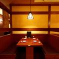 宴会や飲み会に最適!! ロールスクリーンで仕切りを設けた半個室空間は周りを気にせず楽しめるお席です/[新越谷個室肉バルAJITO新越谷店]※系列店との併設店舗です。