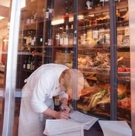 温度・湿度の品質を管理した料理に合う国内外のワイン