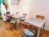 【1名様~6名様ご利用いただけるテーブル席】女子会・夜カフェごはん・ご宴会など様々なシーンでご利用いただけます。