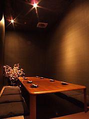 """雰囲気のある別邸""""桜屋""""の完全個室もご予約いただけます。場所は同じビルの地下1Fです。"""