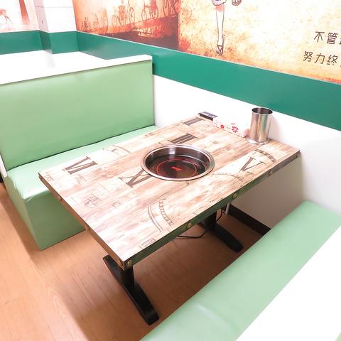 【テーブル席】4名席が2卓ございます。