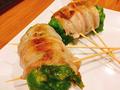 料理メニュー写真レタス豚巻串(ポン酢・タレ・ごまダレ)