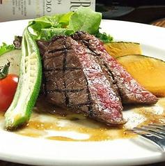 料理メニュー写真黒毛和牛ロースの炭火焼き ~赤ワインソース~