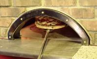 ピッツァ専用最高550℃の石釜で焼き上げる本格ピッツァ