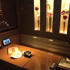 落ち着いた雰囲気の6名様用テーブル席♪大阪ミナミ難波・千日前エリアでの送別会・歓迎会・二次会・誕生日会・同窓会・宴会・食べ放題・食べ飲み放題など各種飲み会は甘太郎におまかせ!