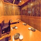 6名~8名様用完全個室木の温もりを感じられる空間で、ゆっくりと地鶏料理をお楽しみください。