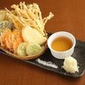 料理メニュー写真地野菜天ぷら盛り合わせ