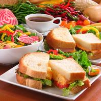手作りサンドイッチやスパゲッティーを日替わりでご提供