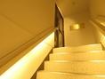 グーステーブルは、2Fにございます。白く光る階段が目印!ここでの撮影もインスタ映えすること場違いなし★人気の撮影スポットです♪