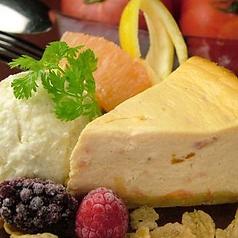 料理メニュー写真トマトのチーズケーキ ~バニラアイス添え~