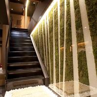 緑が心地よいモダンな空間