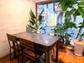 【2名様~4名様ご利用いただける窓際テーブル席】女子会・夜カフェごはん・ご宴会など様々なシーンでご利用いただけます。
